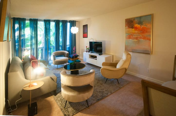 Prime Location, Walking Distance, Luxury Suite - West Hollywood - Departamento