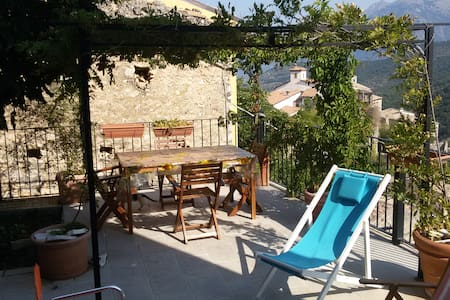 VILLAGE HOUSE, stunning views, terrace - Cansano