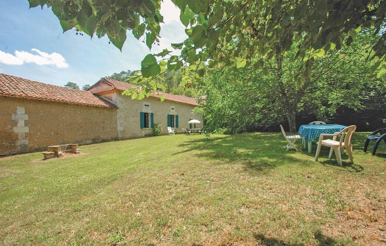 Holiday cottage with 2 bedrooms on 90m² in Grignols