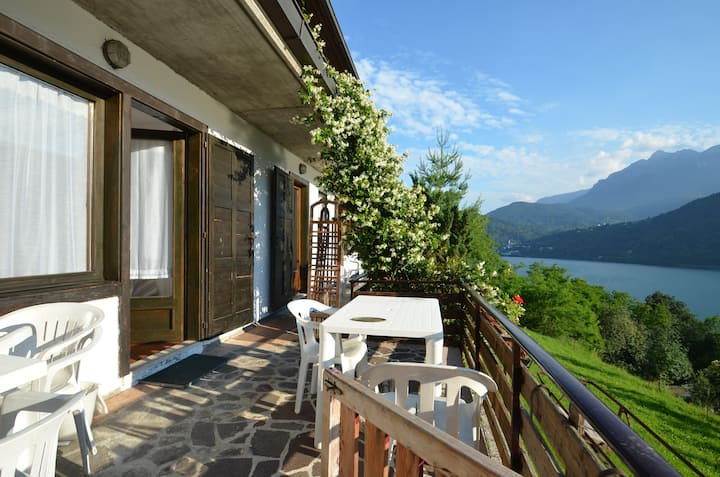 "Apartment ""Gelsomino"" panoramic lake view"