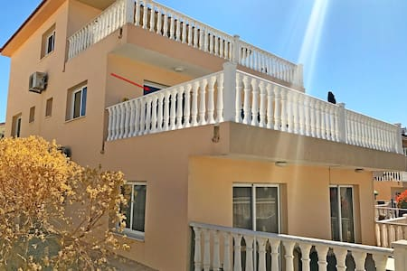 LUXURY APARTMENTS D7 near NISSI BEACH