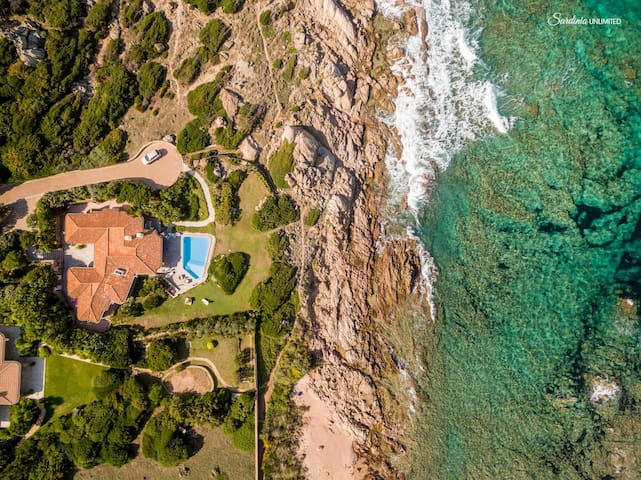 Villa Smeralda just 20 meters from the sea
