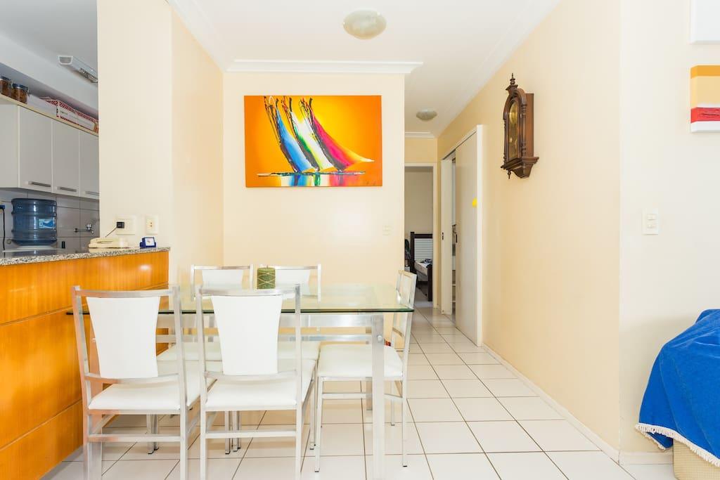 Sala de Jantar e Cozinha (uso livre do microondas, geladeira, fogão, etc.)