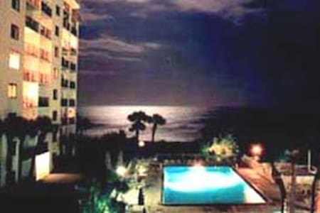 Enjoy ocean view from this 2 bedrm - Cape Canaveral - Flat