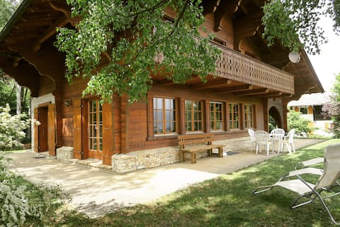 Typical Swiss cottage in the heart of the Valais.