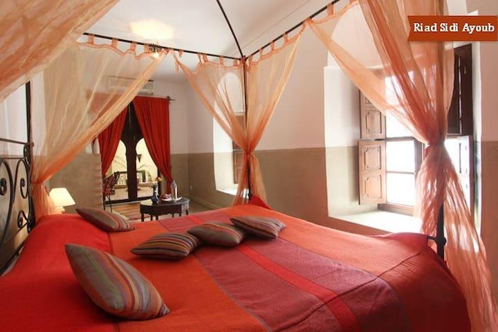 Private Suite Room in Medina Marrakech B&B/Wifi.