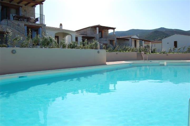 Beautiful villa with private garden - Badesi - บ้าน