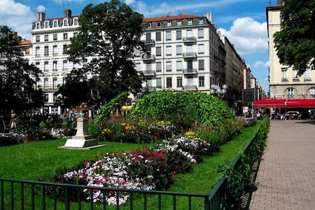 Airbnb 2nd arrondissement of lyon event venues event for Appart city lausanne