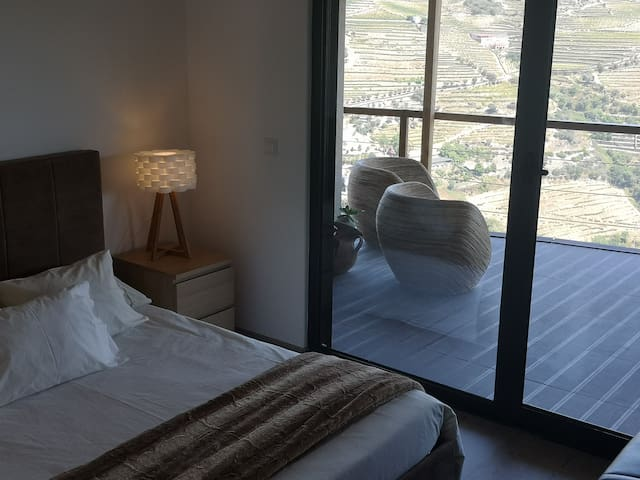 Second bedroom with double bed and sofa bed (only 1 person, very comfortable) with spectacular views.