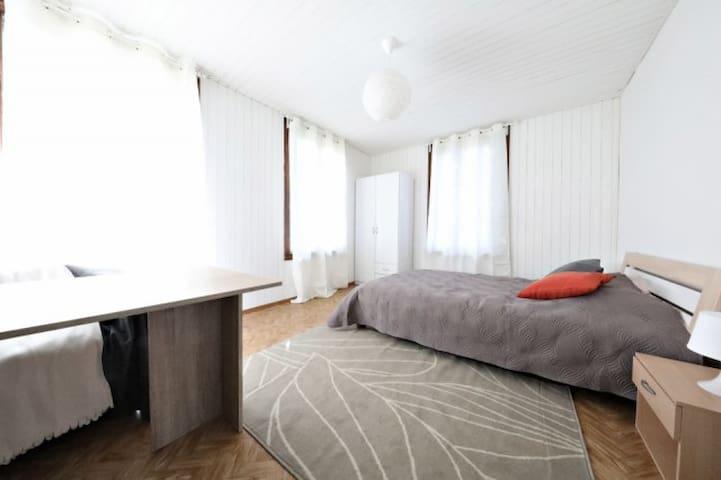 Chambre double à Lausanne avec toutes commodités - Lausanne - Huis