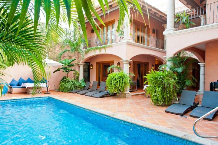 Lux Villa Includes Chef & Staff, Steps to Beach!!