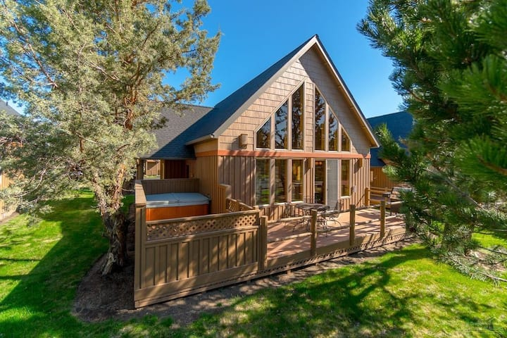 Forest Ridge Private Hot Tub & Deck, Family Eagle Crest Sunny Getaway!