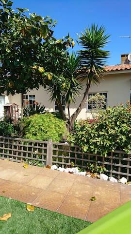 Casa calma perto da praia - Bunheiro  - House