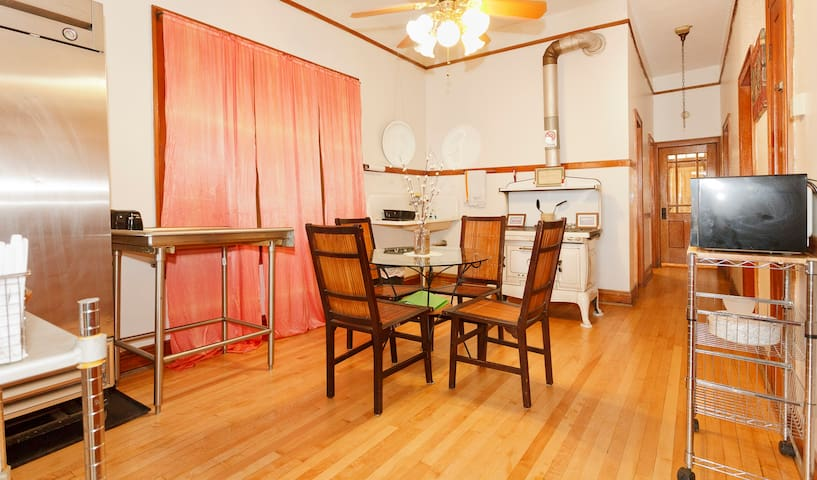spacious store front 3 bedroom flat apartments for rent in chicago