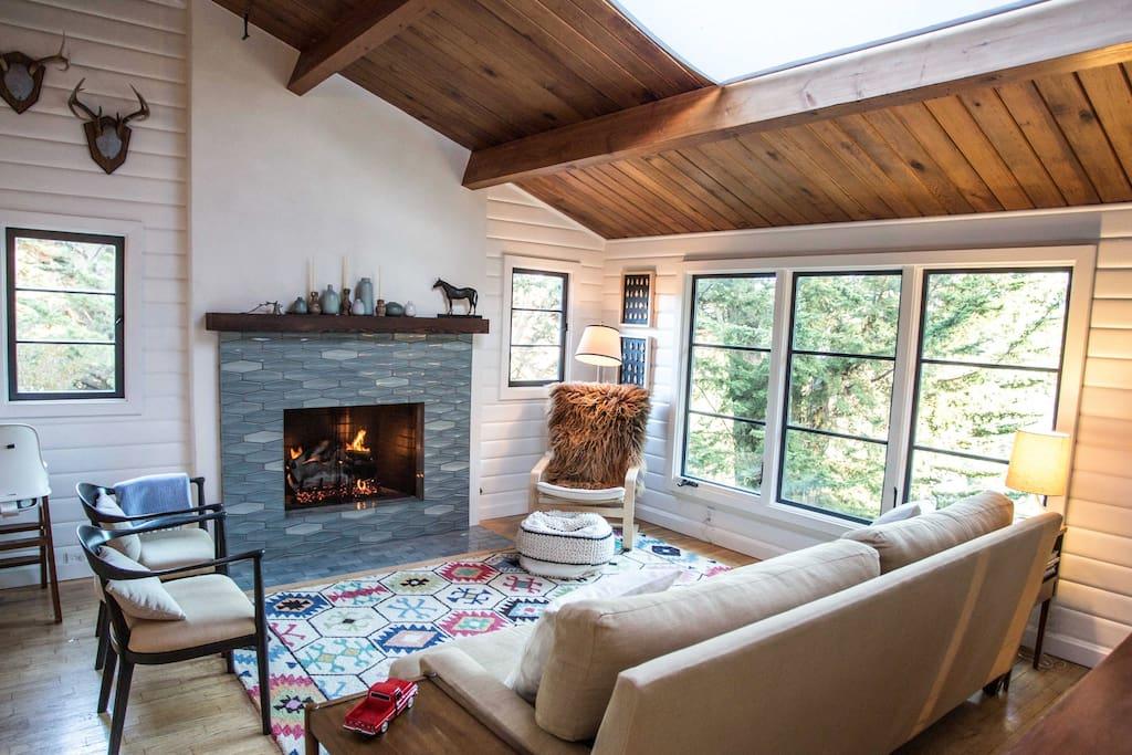 Fresh Hillside Cabin