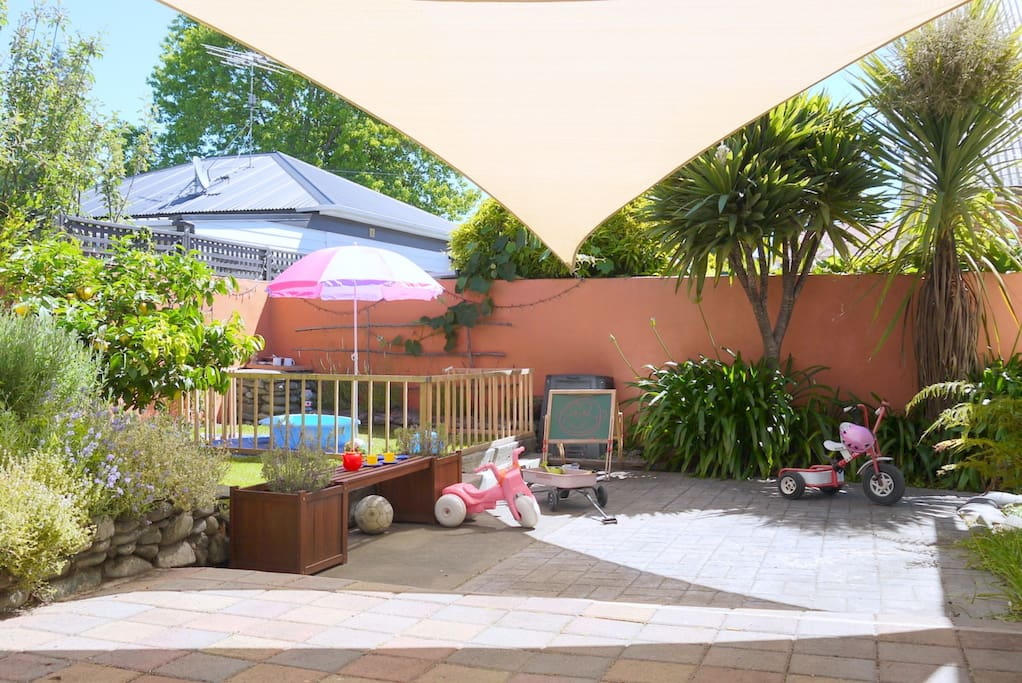 rear courtyard with large play-pen and paddling pool
