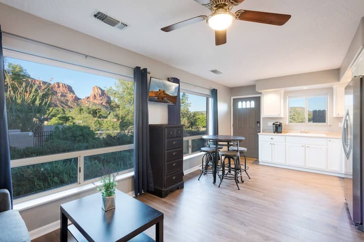 1 bedroom Casita with views of the Red Rocks!