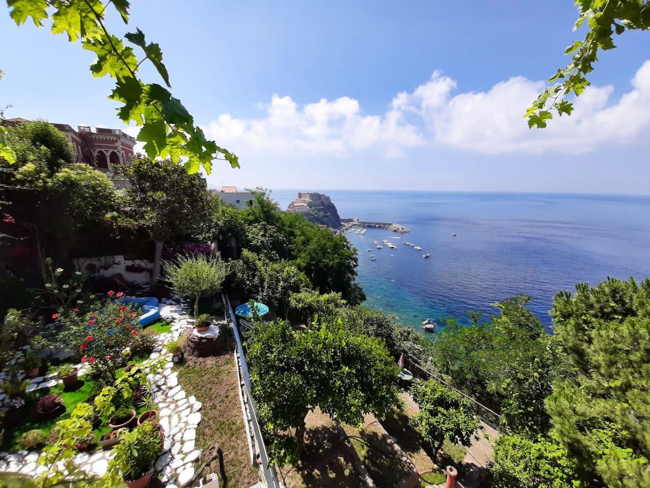 La vista del castello del mare di Scilla