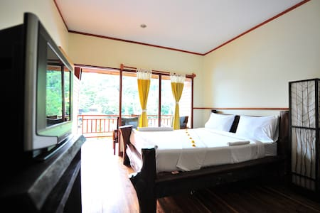 Charming Wooden Resort - Phi Phi Islands