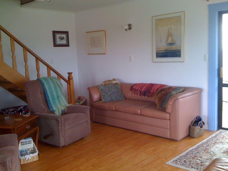 Livingroom & stairs