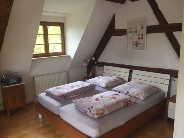 Privat-Bad/WC + großes 25 qm Zimmer bei Stuttgart