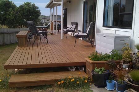OmahaHouse Beach Retreat HomeStay - Omaha - Bed & Breakfast