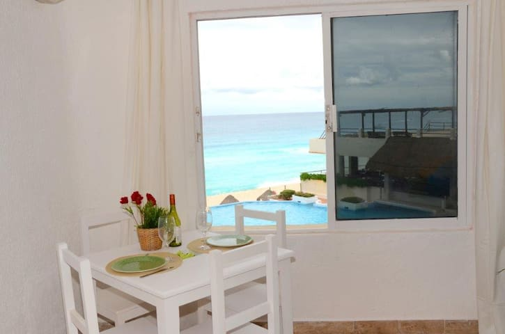 Cute, affordable and ocean front. - Cancún - Apartment
