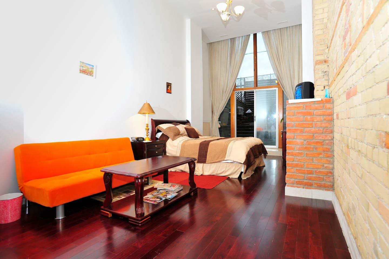 Floor 1 (private en-suite bathroom and private garden)