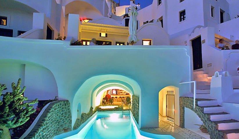 Suites complex in Oia-lantern suite - Thira