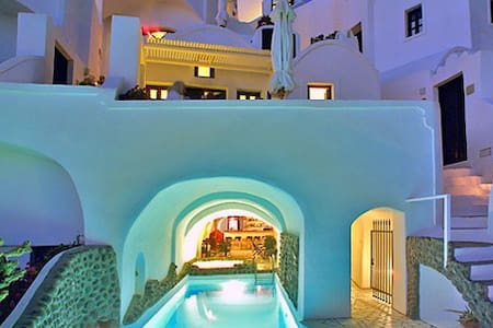 Suites complex in Oia-lantern suite - Thira