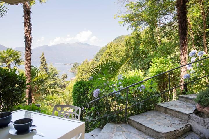 Appartamento Luino, 30mq vista lago con giardino