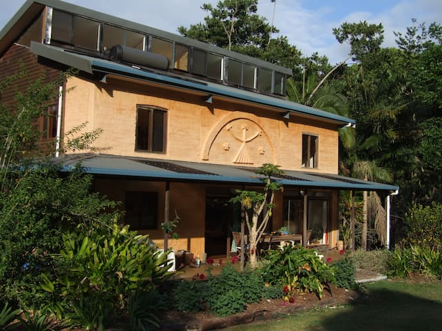 Byron Bay Hinterland Eco-chic home - Goonengerry - Casa