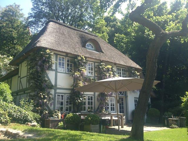 Traumhaftes Fischerhaus mit Garten - Hamburg - House