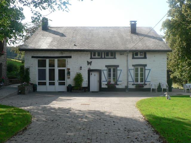 Chambre dans une ancienne Bergerie - Bièvre - Huis