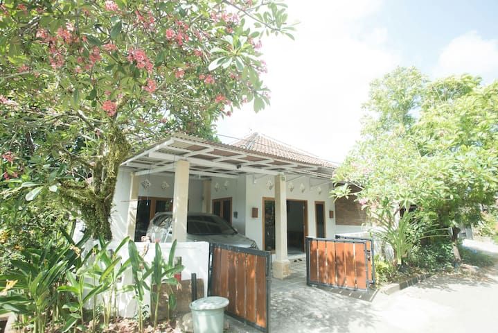 Charming 2BR Budget home in Jimbaran