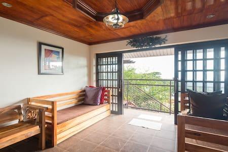 Lani's Place, Tiptop, Baguio City - Gehele Verdieping