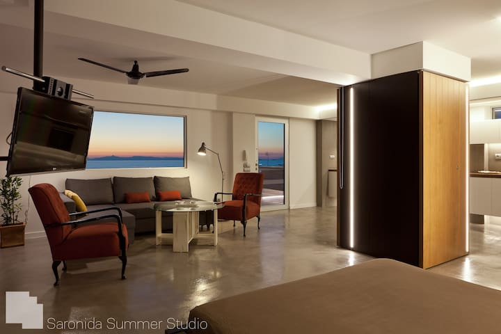 Saronida Summer Studio with card postal view - Saronida - Appartement