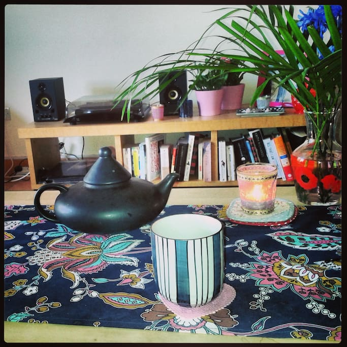 Arty furnishings - record player,books, candles and tea.