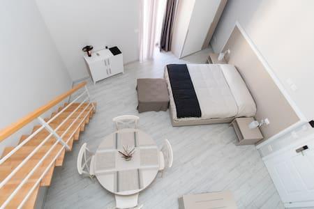 Camera FULL, 3 letti, cucina.