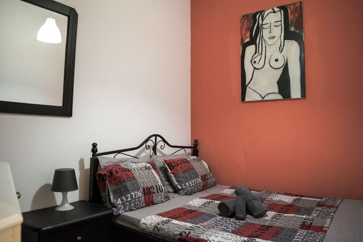 Private bedroom at the heart of Athens!!