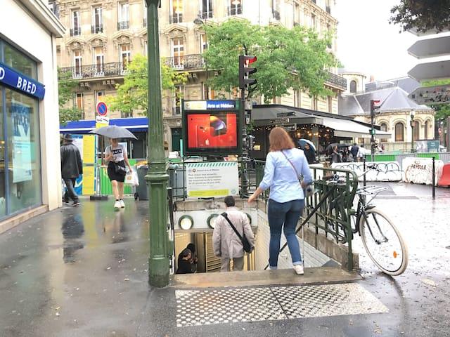 파리 퐁네프 도미토리 ( 여성 2인실 - A1 )   지하철 입구