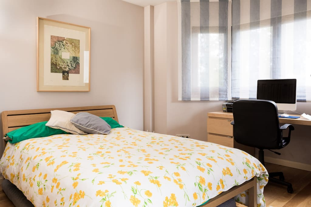 room with lovely view of fountain bed and breakfasts for rent in torrelodones comunidad de. Black Bedroom Furniture Sets. Home Design Ideas