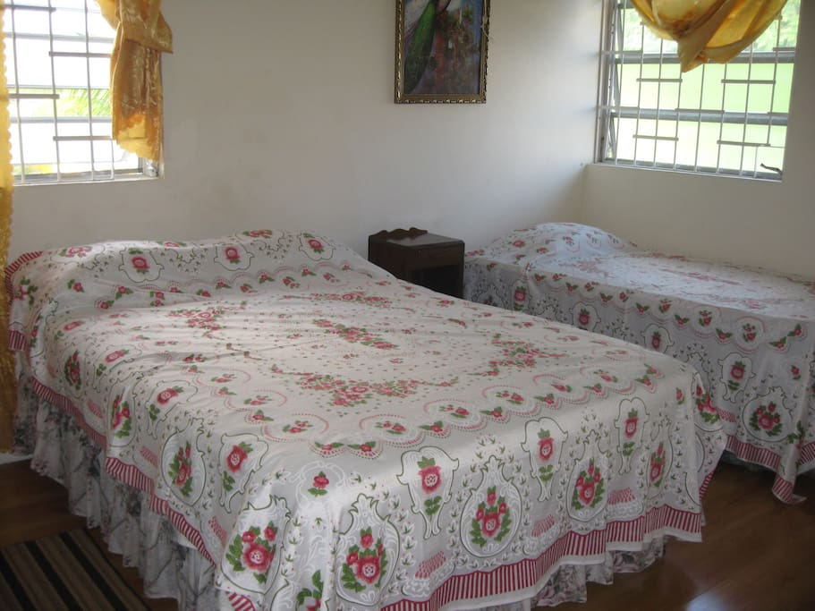 En suite bedroom can sleep up to 3