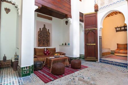 Riad Maison D'hote traditionnelle - เฟซ