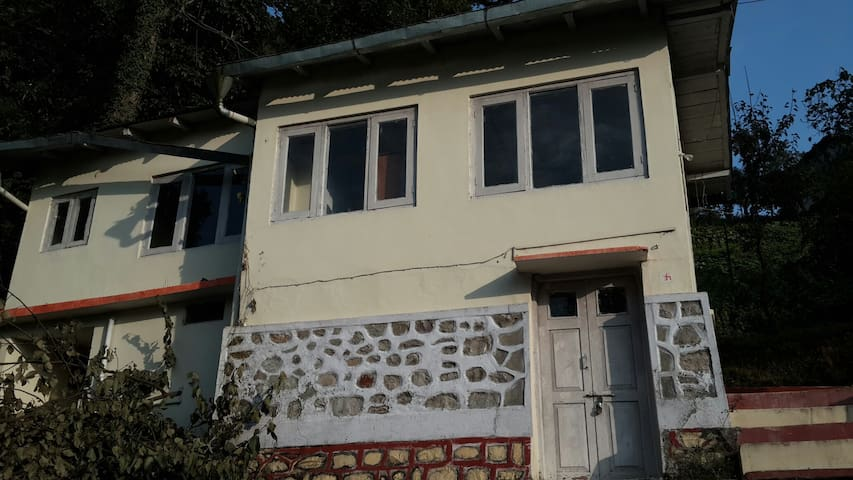 Cosy cottage far from town at 6k ft - Nainital - House