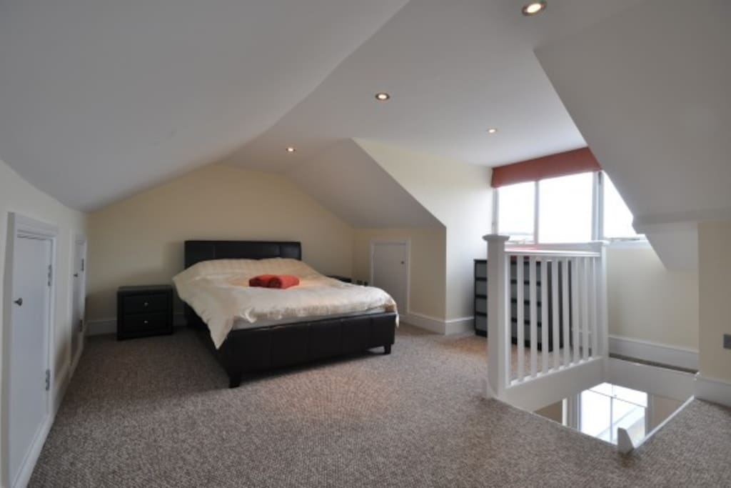 A spacious bedroom with a Kingsize bed.