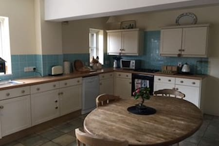 Spacious, well-equipped farm flat in rural village - Stratton Audley