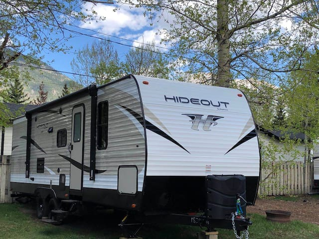 30 FT RV Trailer - Canmore - Mountain View (13)
