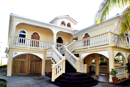 Featured On HGTV! Luxury Apartment. - Utila