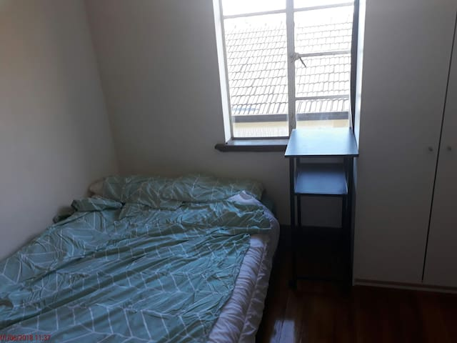 Private Cozy Room in St Kilda